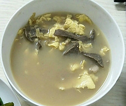 猪横利瘦肉鸡蛋汤的做法