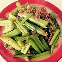 芹菜炒肉的做法图解3