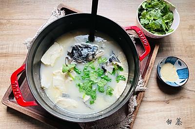 汤鲜味美的鱼头豆腐汤