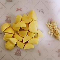 土豆蒸排骨的做法图解2