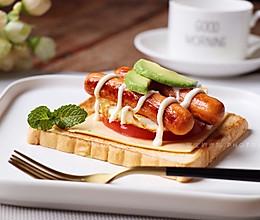 #10分钟早餐大挑战#牛油果热狗吐司片的做法