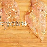 蜂蜜蒜香煎鸡胸的做法图解5