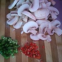 肉丝炒口蘑。的做法图解2