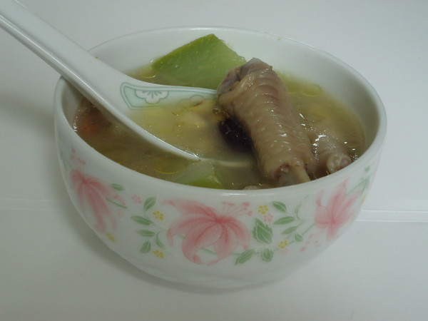 佛手瓜黄豆鸡脚汤的做法