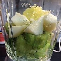 酸爽猕猴桃果蔬汁的做法图解2