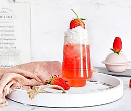 雪顶草莓椰子水的做法