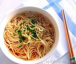 一碗朴素的葱油汤面的做法