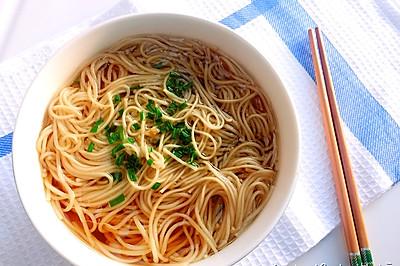 一碗朴素的葱油汤面