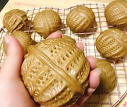 松软香甜造型逼真的红糖核桃包的做法