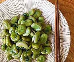 #餐桌上的春日限定#葱油蚕豆的做法