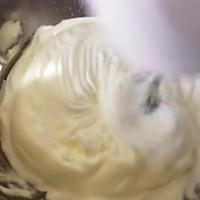 8寸戚风黄桃水果蛋糕的做法图解2