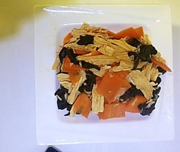 腐竹炒木耳胡萝卜的做法