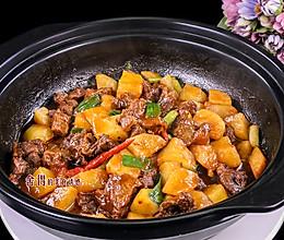 享受美味:掌握了土豆烧牛腩的诀窍,余香绕齿三日的做法