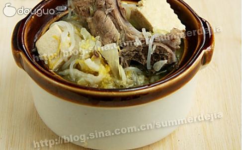 贼拉地道——东北酸菜骨头炖冻豆腐的做法