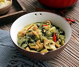 酸菜酸笋炖肥肠的做法