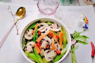 芦笋炒蘑菇