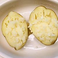 不用烤箱:微波炉焗土豆/3分钟马苏里拉马铃薯的做法图解2