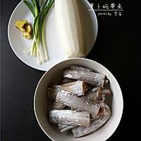 【鲜美带鱼的简单做法】萝卜焖带鱼#小妙招擂台#的做法图解1