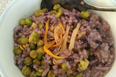 蟹黄豆金针菇黑米小米粥
