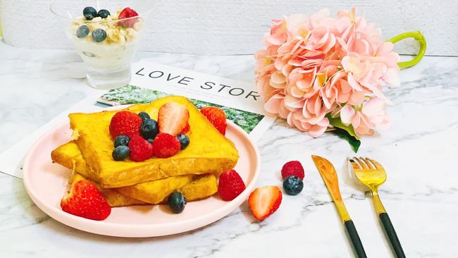 #美食新势力# 浆果法式吐司的做法