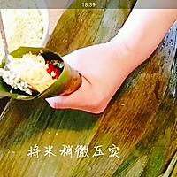 #甜粽VS咸粽,你是哪一党?大黄米粽子 (圆锥粽包法视频)的做法图解4