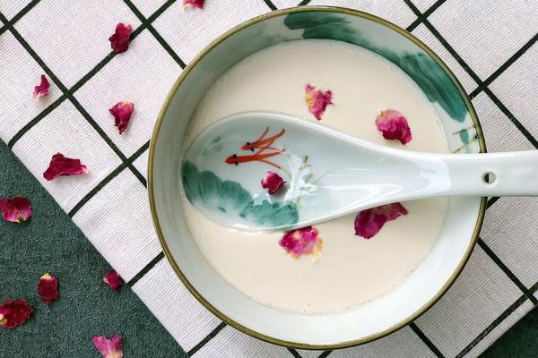 沙湾特色 玫瑰姜汁撞奶的做法