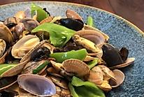 青椒木耳炒蛤蜊的做法