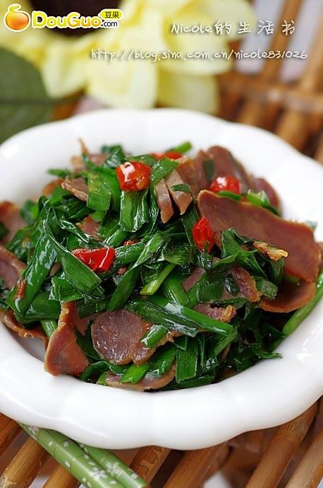 腊味十足的腊猪舌炒韭菜—春季美食的做法