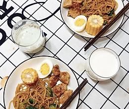 蒜蓉西兰花意面➕香煎鸡胸肉的做法