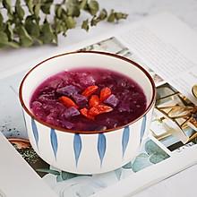 #憋在家里吃什么#美容养颜的紫薯银耳汤