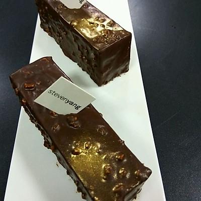 坚果巧克力脆片蛋糕