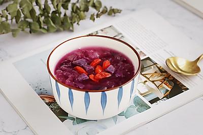 美容养颜的紫薯银耳汤