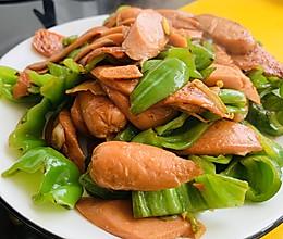 家常下饭菜「青椒炒香肠」的做法