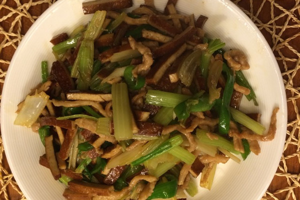 豆干炒肉丝的做法