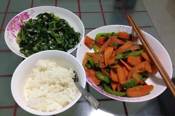 青椒炒胡萝卜片的做法
