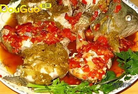 双色剁椒鲈鱼