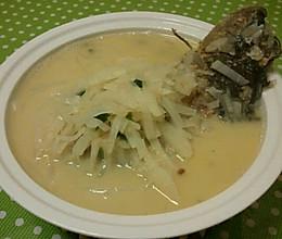 零基础的美味萝卜丝鲫鱼汤的做法