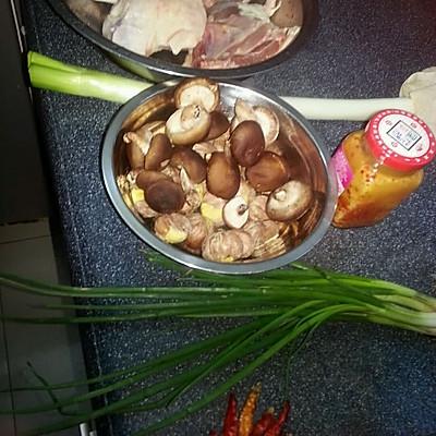 干锅鸭肉的做法 步骤1
