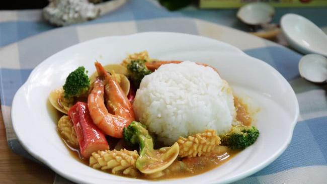 咖喱海鲜饭#亮出喱的厨艺#的做法
