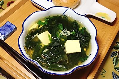 排毒减脂的海带豆腐汤