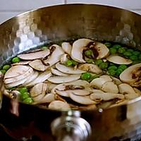 春天的味道-豌豆蘑菇炒春笋的做法图解7