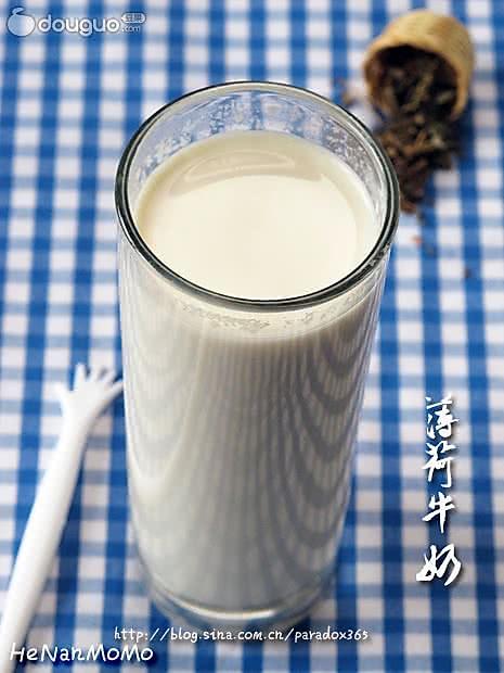 """解""""困""""解""""痒"""":薄荷牛奶饮的做法"""