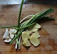 鱼头豆腐砂锅的做法图解2