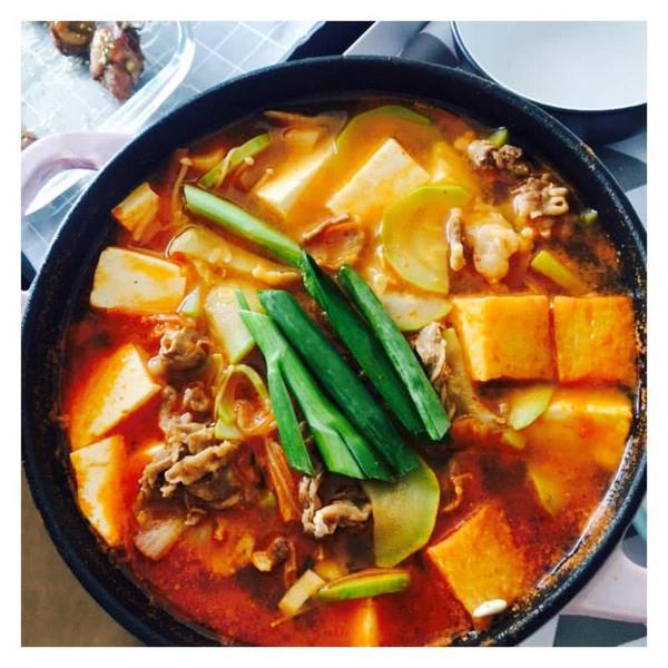韩式泡菜豆腐锅的做法
