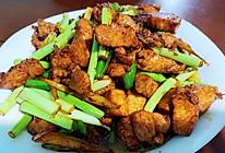 简简单单:蒜苔炒鸡肉的做法