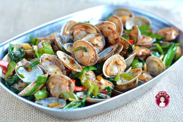 #晒出你的团圆大餐# 爆炒花蛤的做法