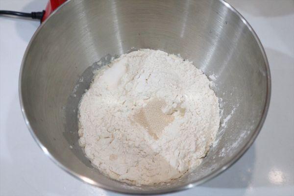 长帝蒸烤箱食谱-核桃红枣乳酪欧包的做法图解1