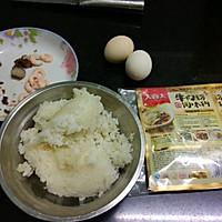 大喜大牛肉粉试用之腊味虾仁蛋炒饭的做法图解1