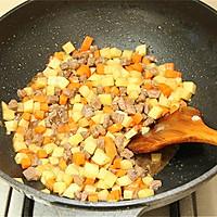 土豆牛肉胡萝卜焖饭#铁釜烧饭就是香#的做法图解7