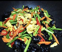 蒜苔黑木耳炒鸡蛋的做法